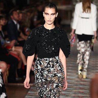 skirt bella hadid celebrity model runway pencil skirt floral skirt top black top