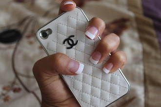jewels iphone case phone chanel vintage quilted white ipadiphonecase.com shirt phone cover iphone cover iphone 5 case iphone 4 cases iphone 4s case iphone iphone4 iphone 4 case iphonecases handy chanel logo gold black nails nail polish finger nails chanel case chanel case iphone handycase iphone 4
