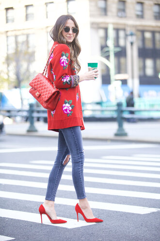 something navy blogger jeans shoes sunglasses bag chanel bag red bag red sweater red heels high heel pumps sweater tumblr floral pumps pointed toe pumps denim blue jeans ripped jeans skinny jeans chanel