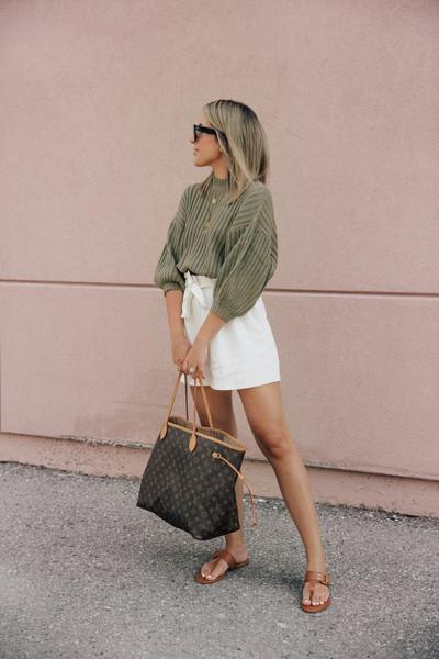 stephanie sterjovski - life + style blogger sweater shorts shoes jewels bag