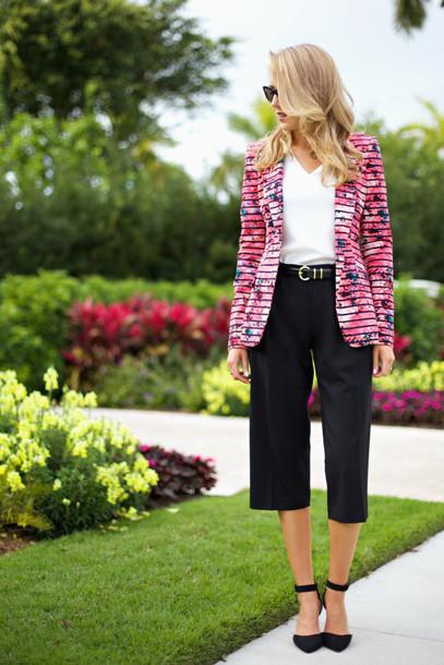 the classy cubicle jacket t-shirt belt shoes jewels sunglasses