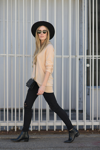 hat blogger eat sleep wear black boots ripped jeans