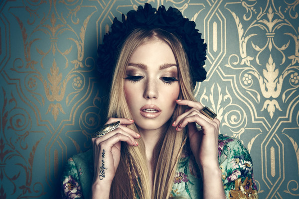 jewels fashion make-up tattoo model headpiece flower crown ring bracelets lipstick clothes blogger hair/makeup inspo hair adornments
