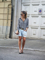 shorts,sunglasses,blue and white checkered shirt,distressed denim shorts,black sandals,blogger