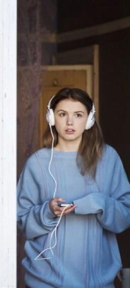 headphones white hair accessories normcore music cassie cassie ainsworth sweater blue innocent skins comfty hipster