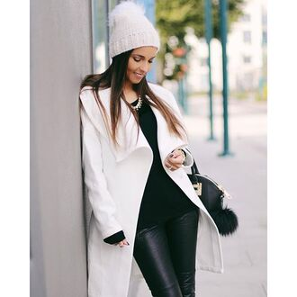 pants black black pants black jeans faux leather leather leggings leather pants leather jeans all black everything black outfit white and black outfit black and white outfit black and white white blogger streetwear streetstyle blogger chic