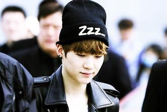 hat beanie bts bangtan boys suga zzz zzz... black white kpop kop idol korean idol idol korean style korean fashion streetstyle streetwear kstyle ool nice