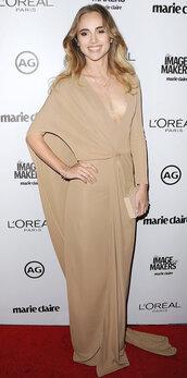 dress,plunge dress,long dress,long sleeve dress,suki waterhouse,gown,prom gown,nude,nude dress,clutch,bag,beige dress,celebrity