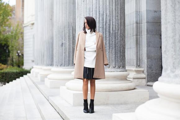 black skirt blogger lucitisima camel coat