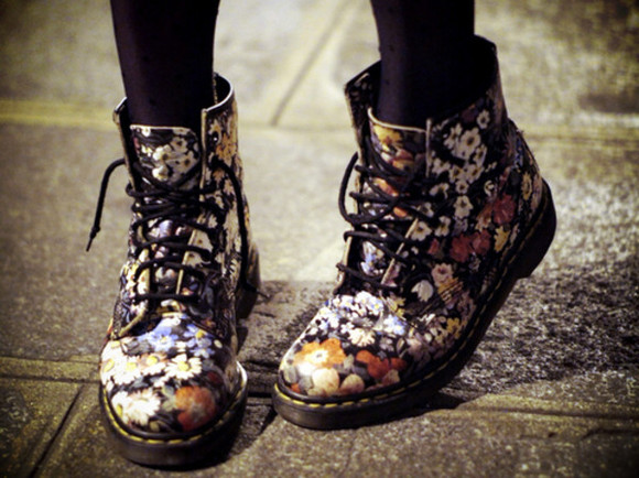 shoes combat boots flowers boots vintage adorable lovely floral DrMartens floral flat shoes black soft grunge flower boots cute weheartit pink yellow red leggings hipster indie tumblr tumblr girl tumblr shoes floral boots floral combat boots