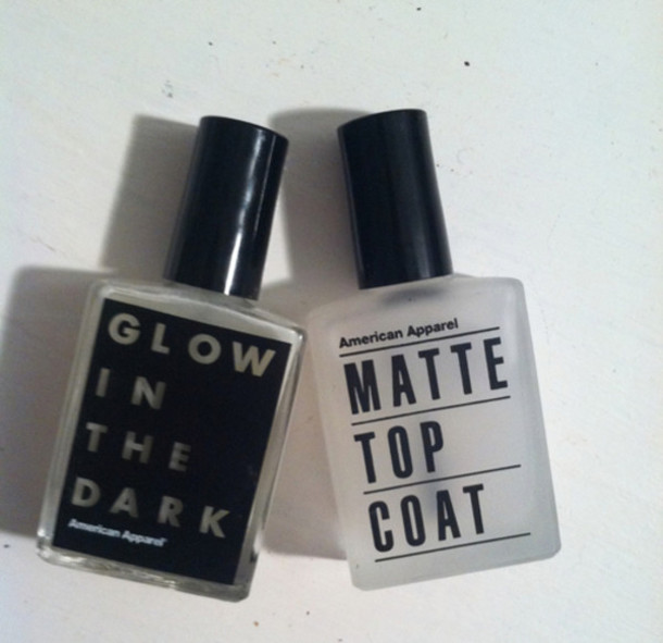 nail polish verniz nails nail polish matte top coat glow in the dark glow in the dark neon top coat most have top coats vintage cheapest option black white grunge pale black and white nail accessories hipster american apparel halloween makeup