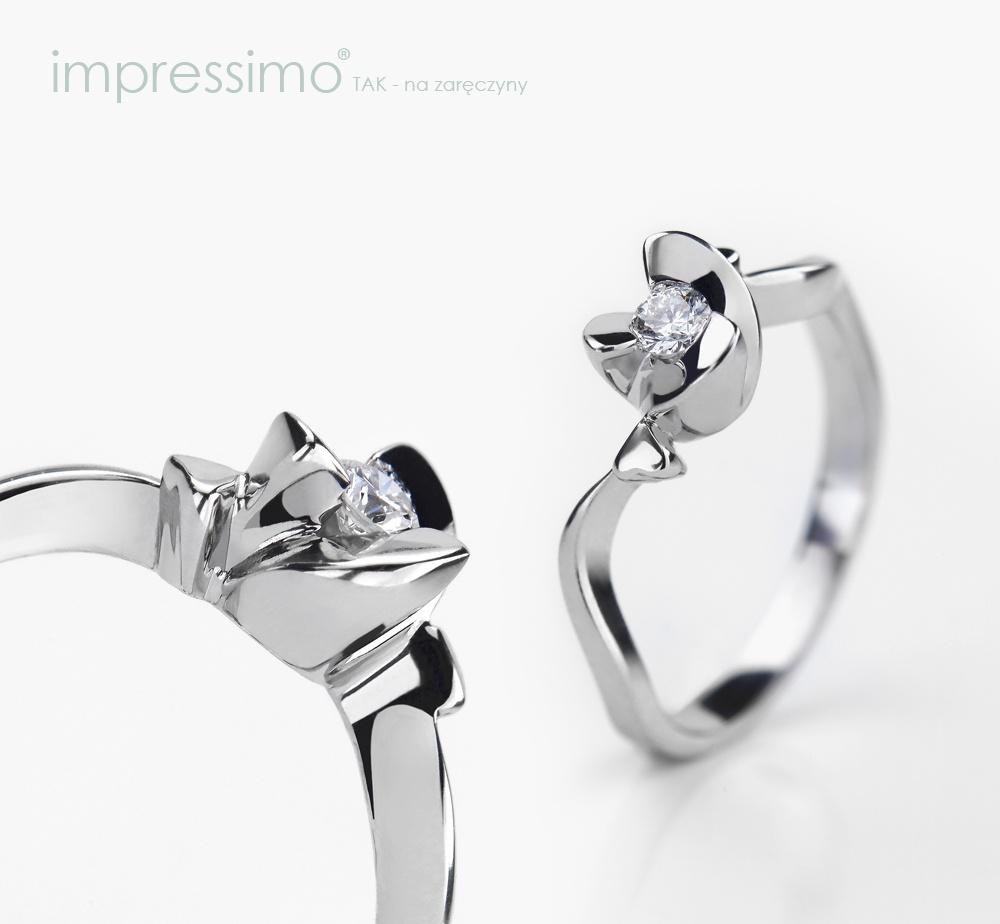 Nowoczesny pierścionek zaręczynowy