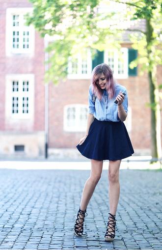 bekleidet blogger navy black heels skater skirt blue shirt date outfit