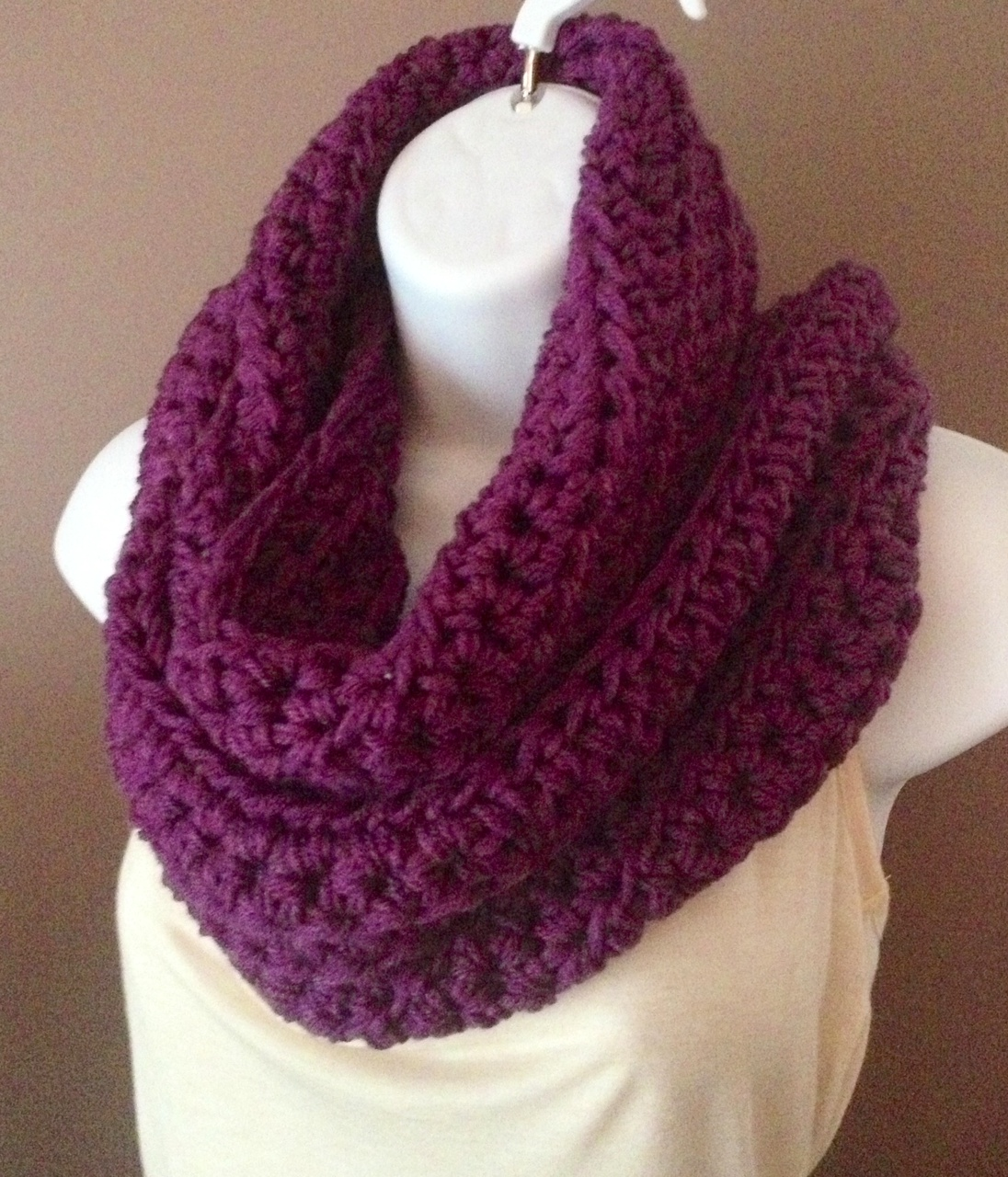 Crochet Infinity Scarf on Luulla
