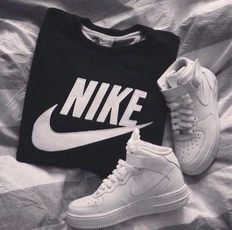 t-shirt streetwear boots streetstyle sportswear style hot platform shoes classy winter outfits white shirt winter sweater sports shoes nike running shoes nike air running shoes nike sneakers nike free run nike sweater nike shoes