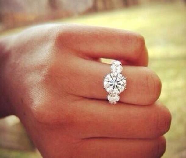 кольцо с диамантом