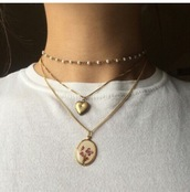 jewels,heart jewelry,gold heart necklace,necklace,pearl,pearl necklace,pearl choker,chain choker,pearl chain choker,heart locket,locket,grunge,gold,gold necklace