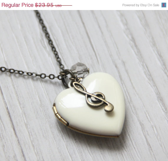 AWAY SPECIAL SALE  A heart to Music Antique White by ALJoyeria