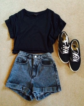 t-shirt black shorts vans