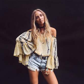 lisa olsson blogger top shorts belt jewels bell sleeves boho chic off the shoulder top off the shoulder choker necklace black choker frayed denim distressed denim shorts black belt bell sleeve top absolutemarket