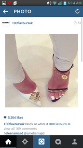 shoes,medusa,white heels,white pointy toe,pointed toe heels,chain link,black heels,black sandals,heeled sandal