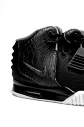 shoes,beautiful,crocodile,black,fine,hot,kicks,trainers,sneakers,perfect,love,jet black,black and white