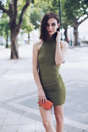 venka vision,blogger,dress,bag,shoes,green dress,turtleneck dress,turtleneck,ribbed dress,mini dress,sexy dress,bodycon dress,clutch