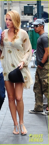 shoes,sandals,flat sandals,blake lively,gossip girl,summer dress,braid,black hat,hat,chic,floppy hat,beach shoes