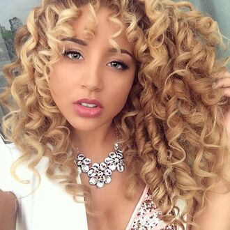 make-up jadah doll curly hair natural makeup look necklace statement necklace white top