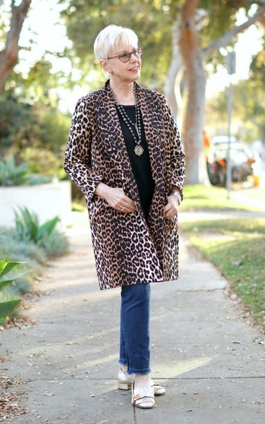 unefemme blogger top jewels jeans shoes animal print leopard coat loafers