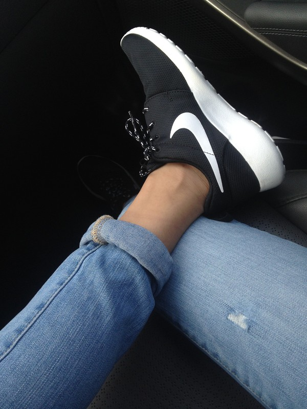 shoes nike trainers tumblr black and white black