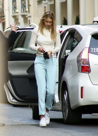 pants gigi hadid turtleneck white turtleneck top celebrity style celebrity model model off-duty blue pants white top sneakers white sneakers low top sneakers