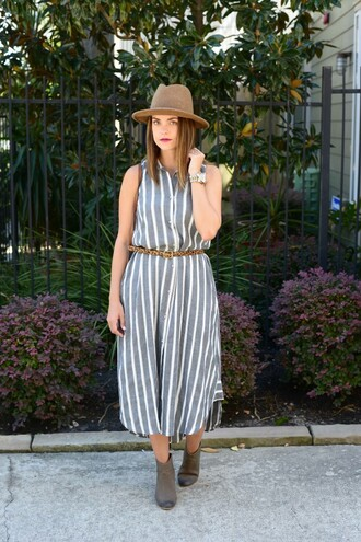 live more beautifully blogger hat shoes belt jewels