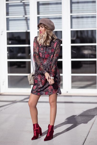 mi aventura con la moda blogger dress shoes coat beret ankle boots floral dress