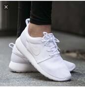 shoes,white,nike,nike shoes womens roshe runs,women shoes,roshe runs,roshes