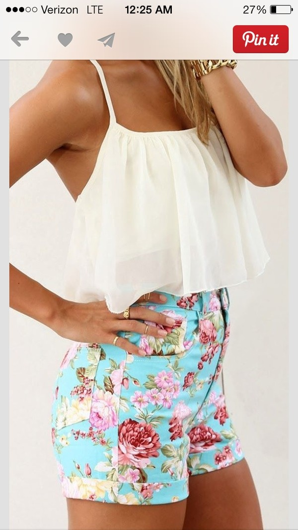shorts floral blouse
