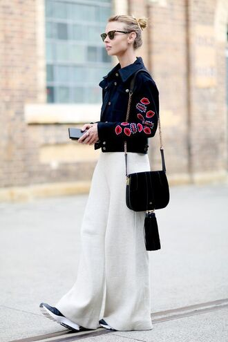 bag black shoulder bag shoulder bag black bag chain bag jacket denim jacket blue jacket patchwork pants palazzo pants white white pants wide-leg pants sneakers sunglasses rayban