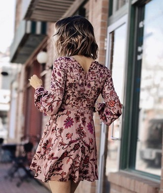 dress for love and lemons blogger mini dress floral floral dress fall outfits fall dress boho chic boho dusty pink printed dress pink dress short hair wavy hair long sleeve dress