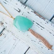 jewels,stone pendant,tassel pendant,mint stone,long necklace,gold chain necklace,gold,thin chain,long pendant,beach,spring,stylish,trendy,summer,summer accessories