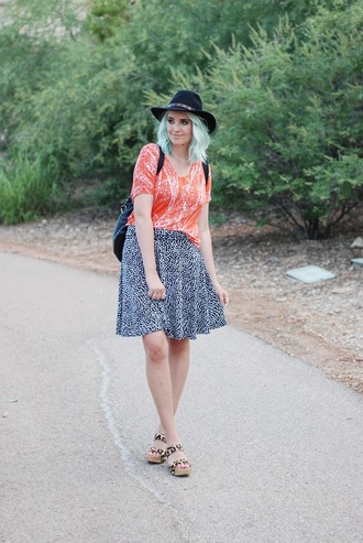 the red closet diary blogger top skirt shoes hat
