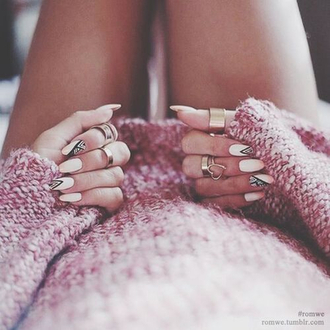 white nails ring strawberry color pullover warm pink and white white nail polish nail art jewelry ring gold warm pullover warm sweater winter sweater oversized sweater jewels