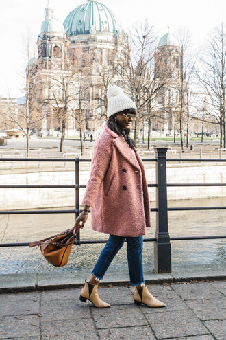millennielle blogger coat sweater jeans hat shoes bag jewels beanie pink coat winter outfits ankle boots handbag