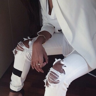 jeans ripped jeans blazer jewelry tumblr white pants white skinny jeans skinny white jeans skinny pants skinny jeans ripped pants torn jeans dope heels t-shirt off white model style
