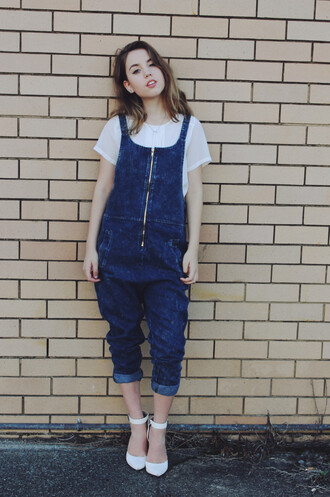 views of now blogger white shoes white t-shirt denim overalls