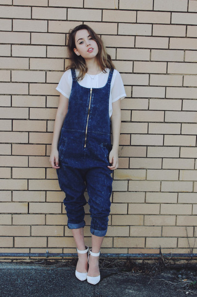 views of now blogger white shoes white t-shirt denim overalls top shoes