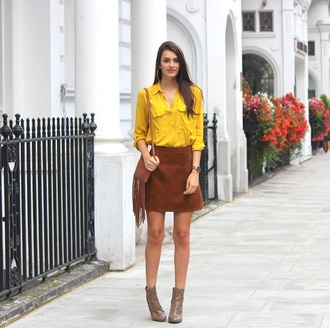 peexo blogger suede skirt snake shoes brown leather fringed bag