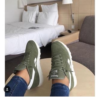 shoes reebok green white fashion vibe trainers
