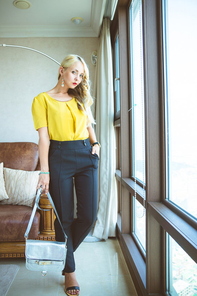 my blonde gal blogger blouse bag jewels shoes