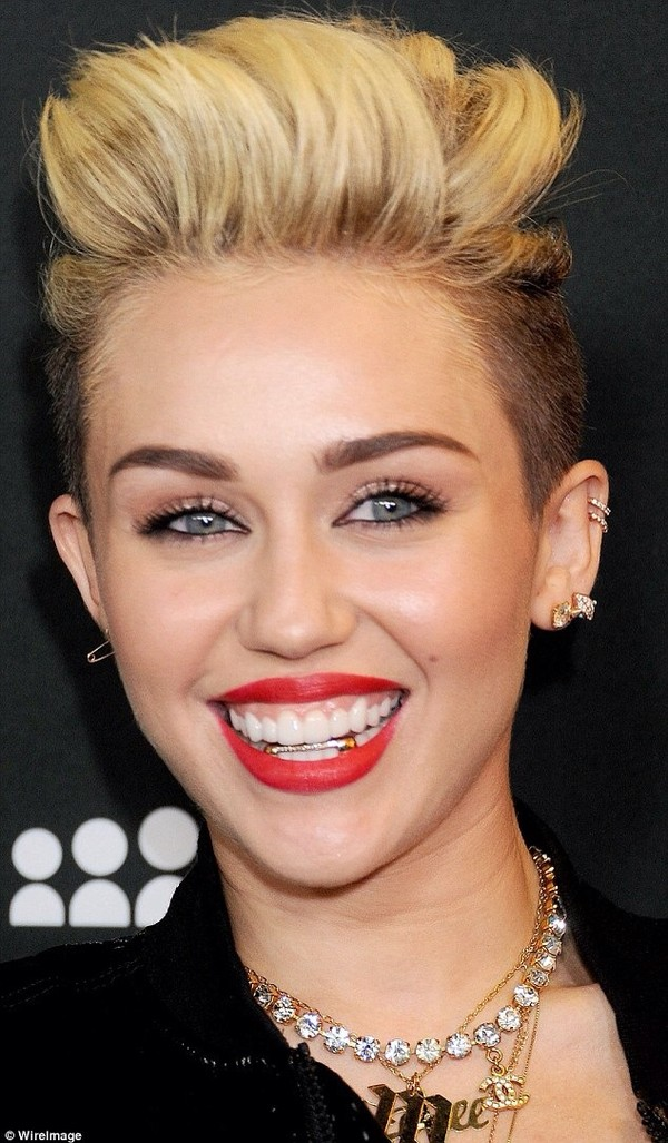 jewels miley cyrus chanel jewelry necklace grillz