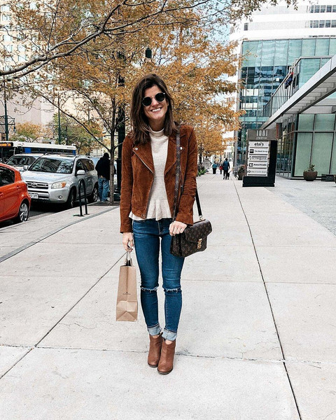 brighton the day blog | dallas fashion blog top jewels sweater blogger jacket jeans leggings shoes ankle boots brown jacket fall outfits louis vuitton bag